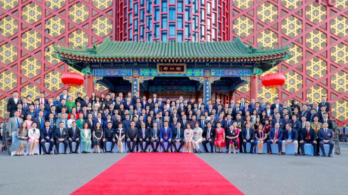 點石成金大股東嚴杰先生受邀出席世界領袖峰會-0718674.png